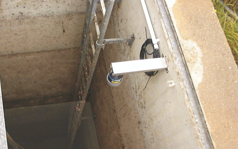 "Example: Wall mounting angle for level sensors P-series and i-Series with 1"" thread"